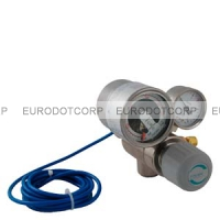 Two-stage pressure reducer for calibration gas cylinders